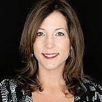 Suzanne Smith headshot